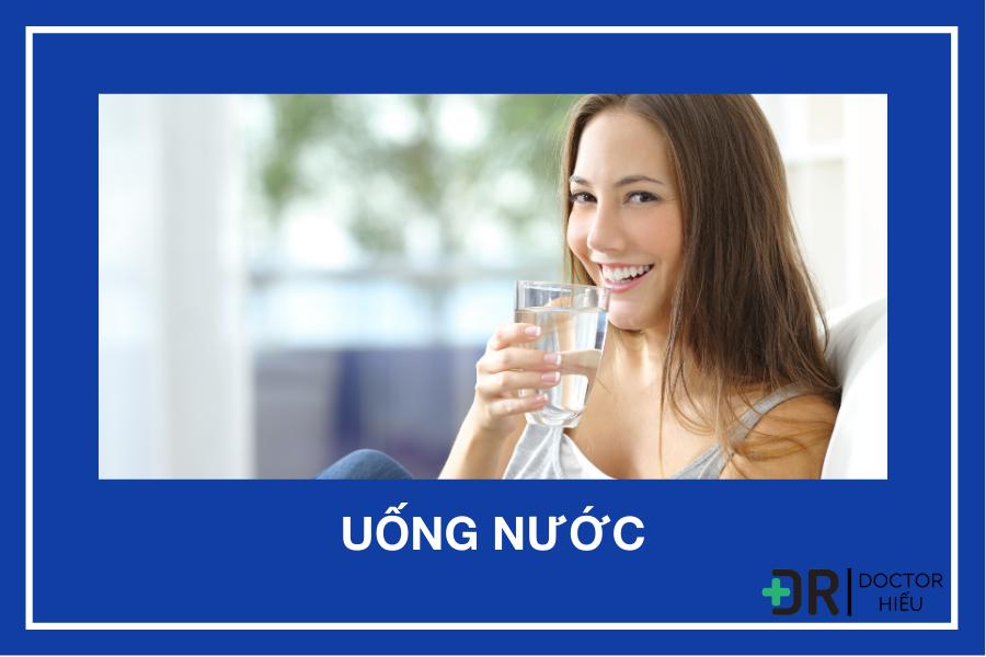 Uống đủ nước trong chăm sóc da