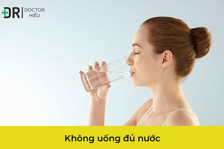 Uống nuốc là một trong những cách trị mụn